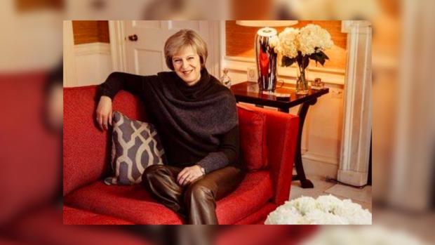 Британская премьер удивила фотосессией вдорогущих кожаных штанах