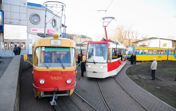 Пьяному пассажиру трамвая вКиеве прострелили ноги