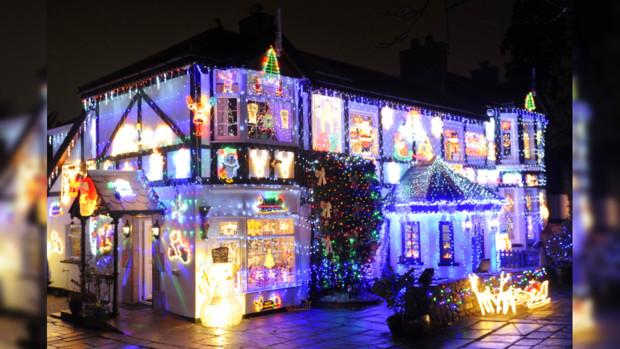 Британская пара превратила собственный дом врождественскую историю