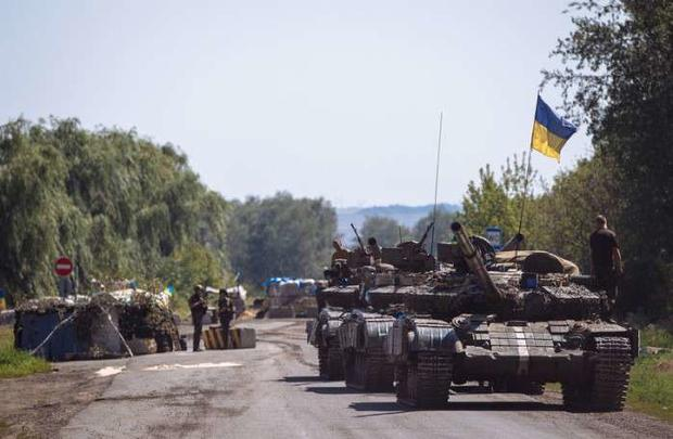 Боевики обстреливают украинские позиции повсем направлениям— штаб АТО