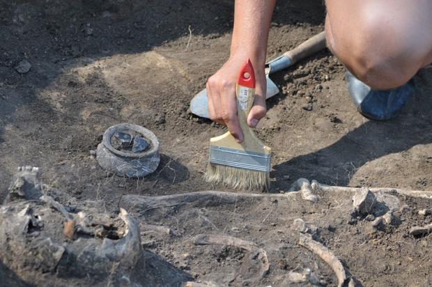 Археологи отыскали захоронения вампиров скирпичами ворту
