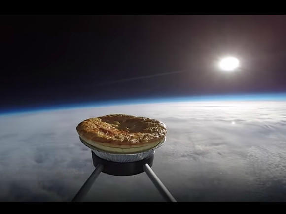 Англичане запустили вкосмос пирог смясом