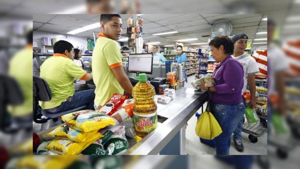 Протесты в Венесуэле: магазины перестали принимать деньги