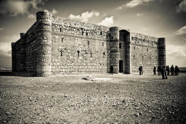 Туристы оказались заложниками боевиков всредневековом замке вИордании