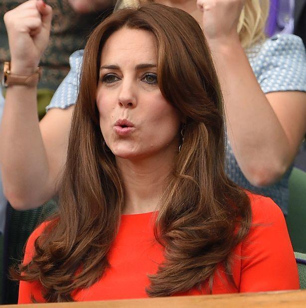 Британская королева отложила отъезд наРождество из-за простуды