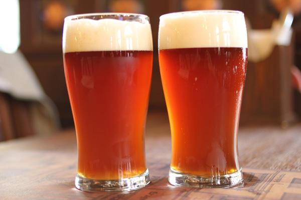 Ученые: Пиво свысоким содержимым хмеля спасает отпохмелья