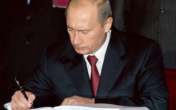 Путин подписал закон, регулирующий применение физической силы кзаключенным