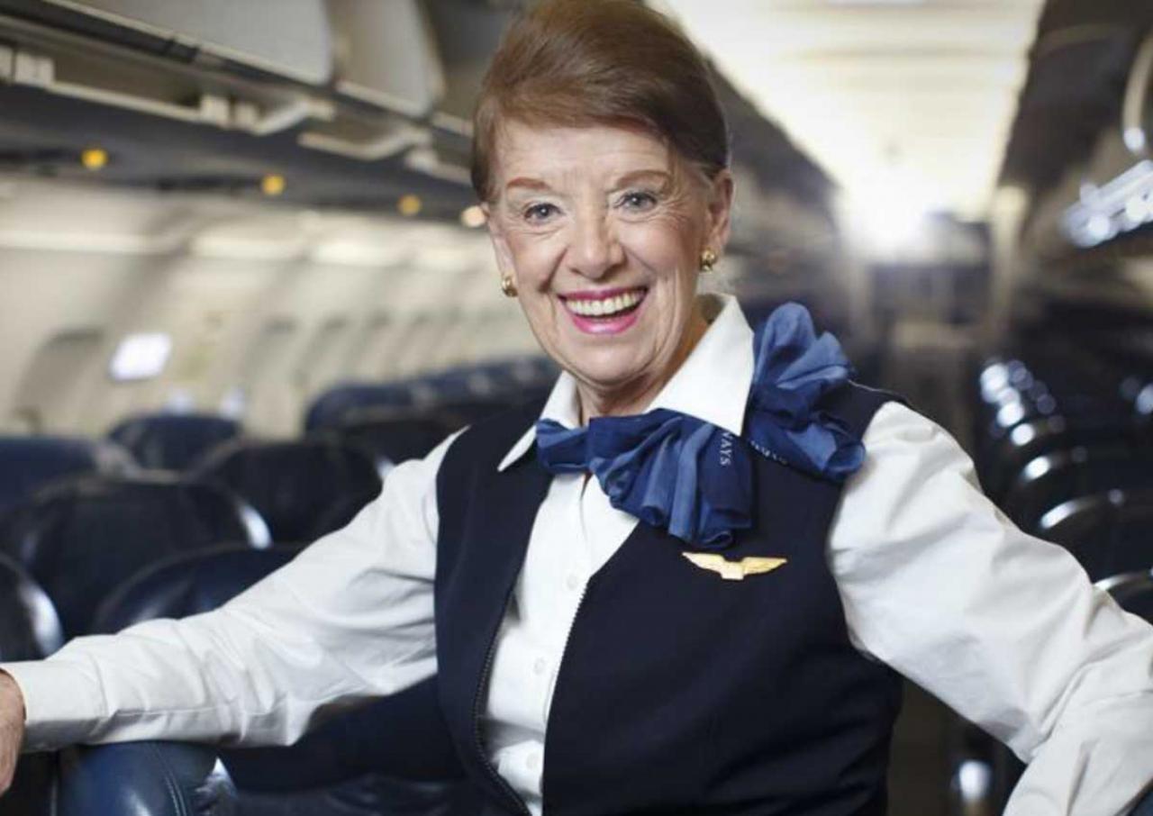 Стаж самой опытной работающей стюардессы вмире