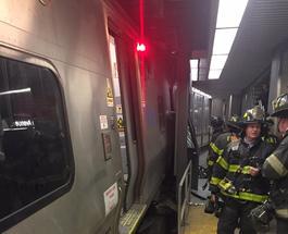 В Нью-Йорке сошел с рельс поезд: пострадали почти сто человек