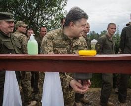 Президент Порошенко в подражание Обаме опубликовал свой годовой фотоотчет