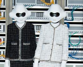 Выбор Chanel: роботы в твидовых костюмах