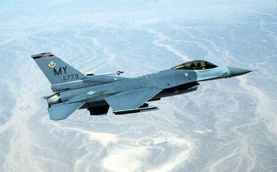 Корейский военный самолет поошибке сбросил бомбы вЯпонское море