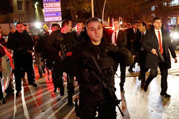 Личность напавшего наночной клуб вСтамбуле установлена— руководитель МИД Турции