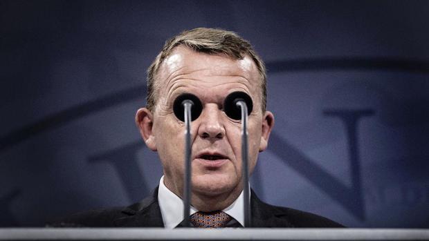 Фото премьер-министра Дании во время пресс-конференции