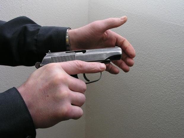 В столицеРФ подозреваемый вубийстве мужчины ранил 2-х полицейских, апосле застрелился