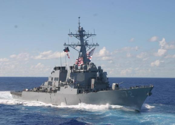 Корабль ВМС США открыл предупредительную стрельбу всторону иранских катеров