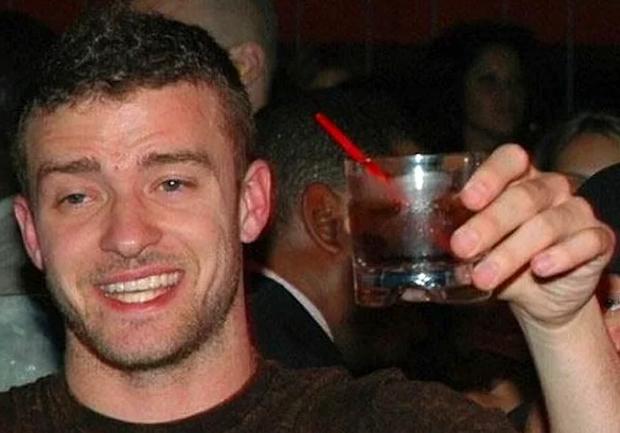 Джастин Тимберлейк пьет за здоровье милых дам