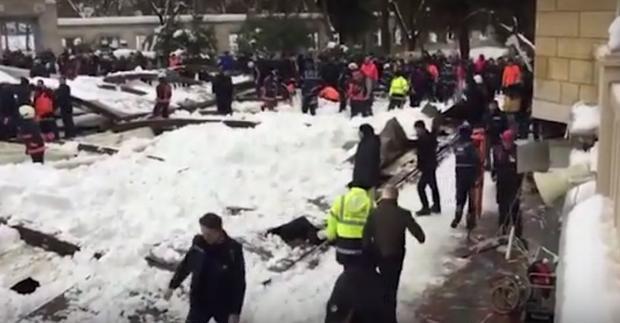 Крыша мечети вСтамбуле рухнула под тяжестью снега, есть жертвы