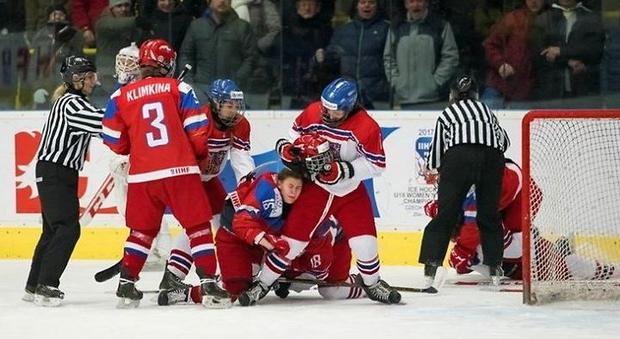Хоккеистки сборной РФ вышли вчетвертьфинал молодежного чемпионата мира