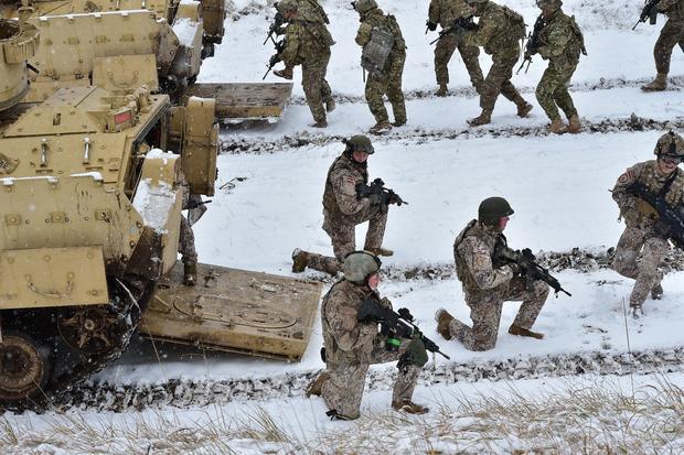 Украина позволила зарубежным военным находиться вгосударстве для учений