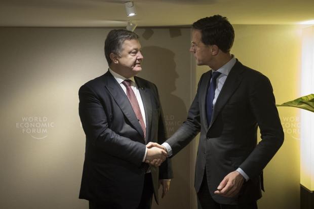 Порошенко договорился спремьером Нидерландов онаказании засбитыйМН 17