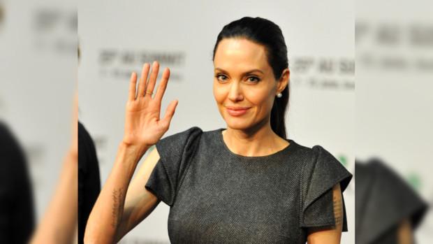 Анджелина Джоли вышла всвет вброском наряде