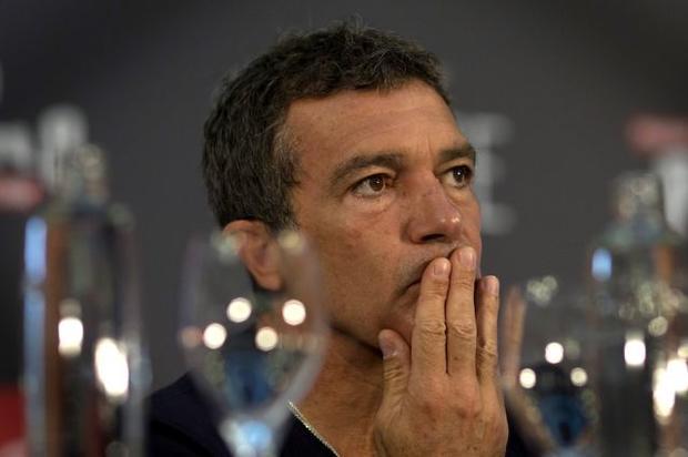 Голливудского артиста Антонио Бандераса экстренно госпитализировали