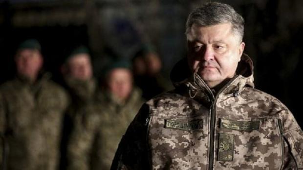 Порошенко прервал визит вГерманию из-за обстрелов вАвдеевке
