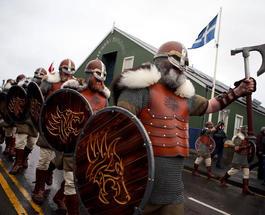 «У них там своя атмосфера»: праздник викингов на Шетландских островах
