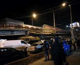 Шулявский мост в Киеве все-таки рухнул: конструкция упала прямо на проезжую часть