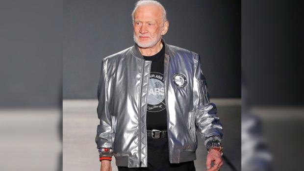 87-летний американский астронавт Базз Олдрин стал манекенщиком