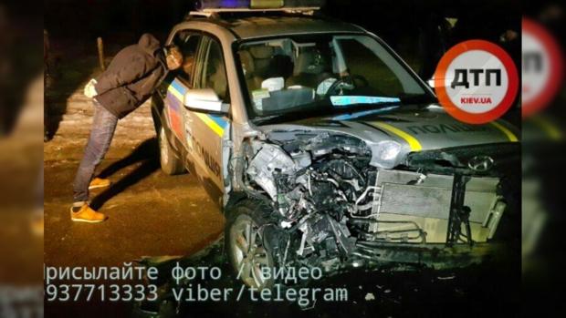 ВКиеве неизвестные выкрали человека иразбили патрульную машину