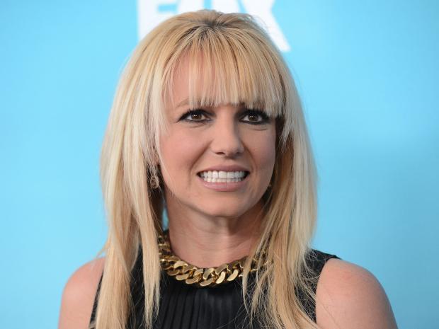 Бритни Спирс эротично оконфузилась впроцессе выступления