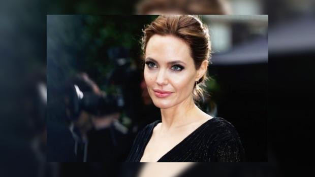 Джоли требует уПитта 100 тыс. долларов алиментов вмесяц