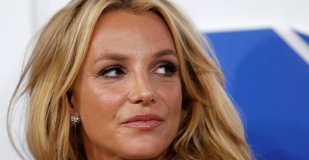Наконцерте эстрадная певица случайно обнажила грудь— Позор Бритни Спирс
