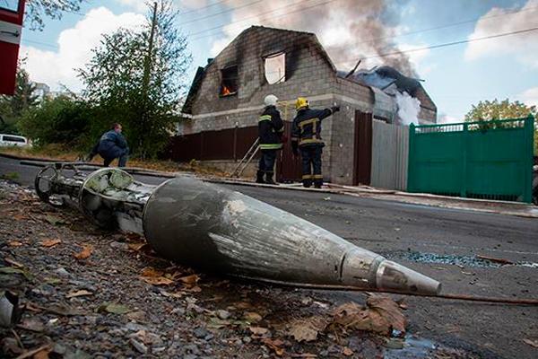 Впроцессе обстрела Курдюмовки умер парень 16 лет