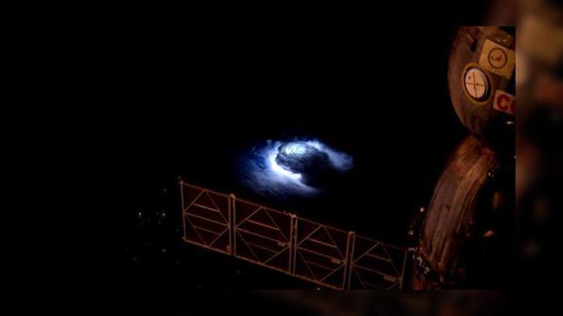 Электрические ураганы Земли, снятые сМКС