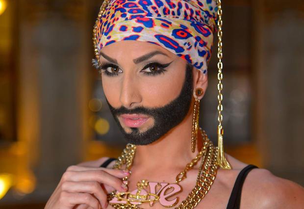 Нойвир хочет отказаться отобраза бородатой женщины Кончиты Вурст