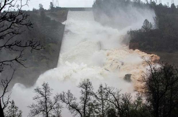 Чрезвычайное положение объявлено вКалифорнии из-за угрозы прорыва плотины