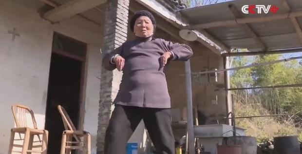 94-летняя мастер военных искусств покорила сети— Кунг-фу бабушка