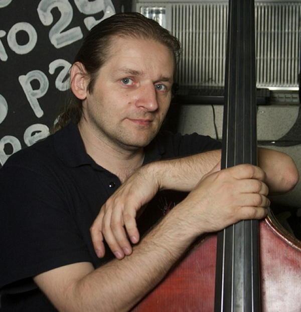 Скончался бас-гитарист группы «Неприкасаемые» Алексей Осташев