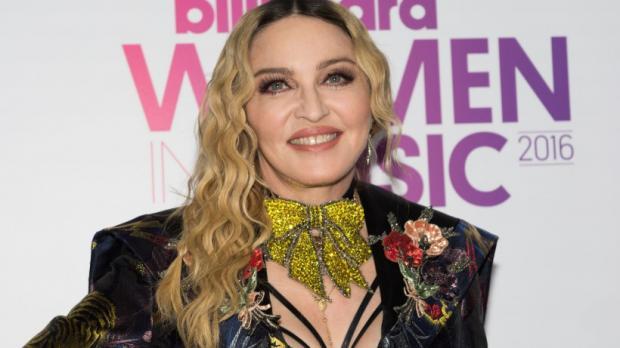 Мадонна обнародовала смешное видео судочеренными девочками-близнецами— песня наночь
