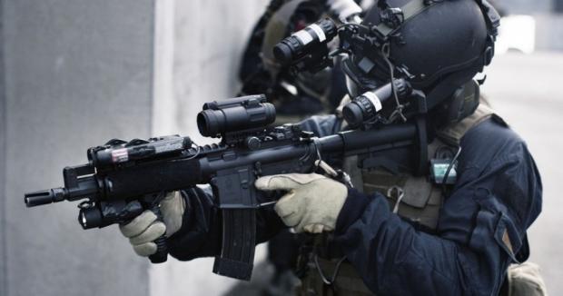 ВоФранции снайпер случайно выстрелил впроцессе речи Олланда