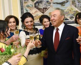 Казахстанский мачо: Назарбаев дал мастер-класс по обольщению женщин