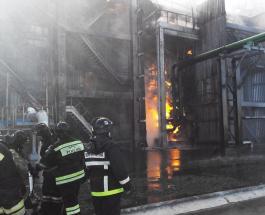Масштабный пожар на химзаводе в РФ: Тольятти, Самара и Сызрань под угрозой