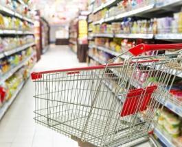 Охранники супермаркета в Киеве избили и заперли в чулане подростка за съеденный орешек