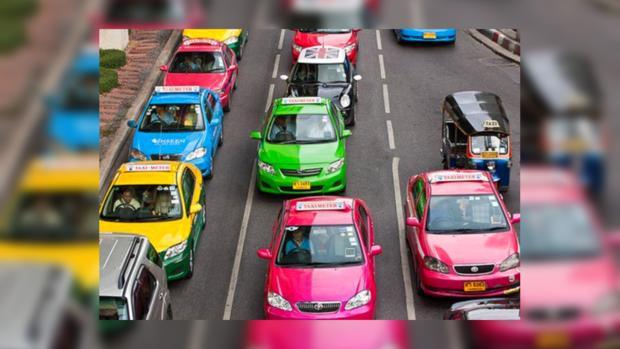 Эксперты назвали самый опасный цвет такси