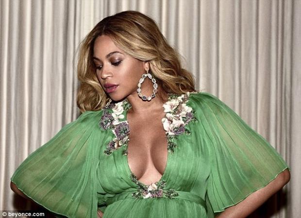 Беременная Бейонсе засветила грудь напремьере «Красавицы ичудовища»
