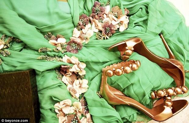 Беременная Бейонсе засветила шикарное одеяние премьере «Красавица ичудовище»