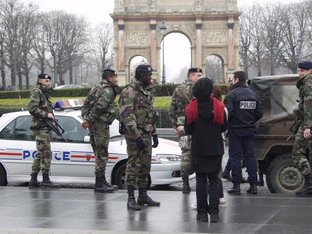 Изаэропорта «Орли» эвакуировали 3 тысячи человек— Теракт встолице франции